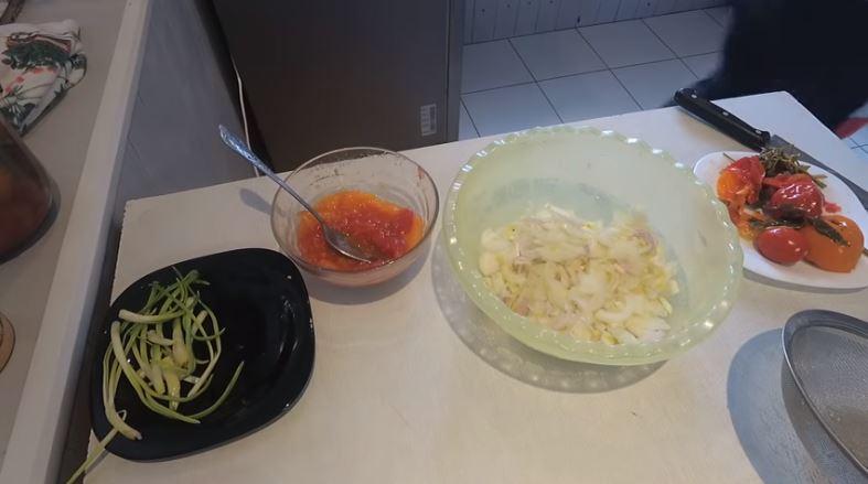 Вкусный луковый салат