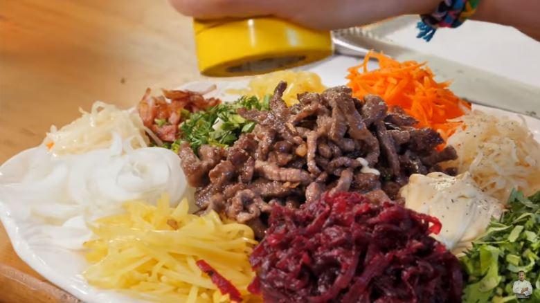 Самый яркий салат на вашем столе из свеклы, моркови, капусты и мяса
