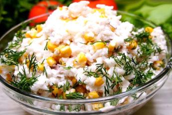Вкусный салат с рыбой, рисом и кукурузой!