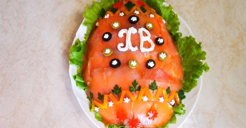 Сытный, вкусный и красочный салат с семгой на Пасху!