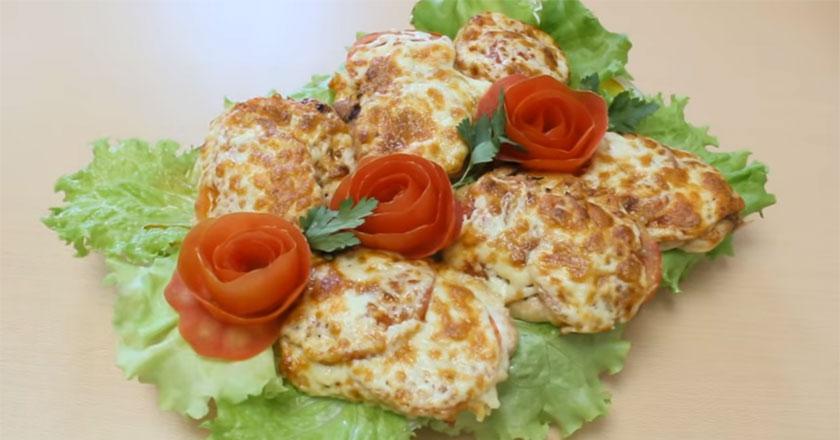 Запеченые куриные отбивные с помидорами под сырной корочкой!