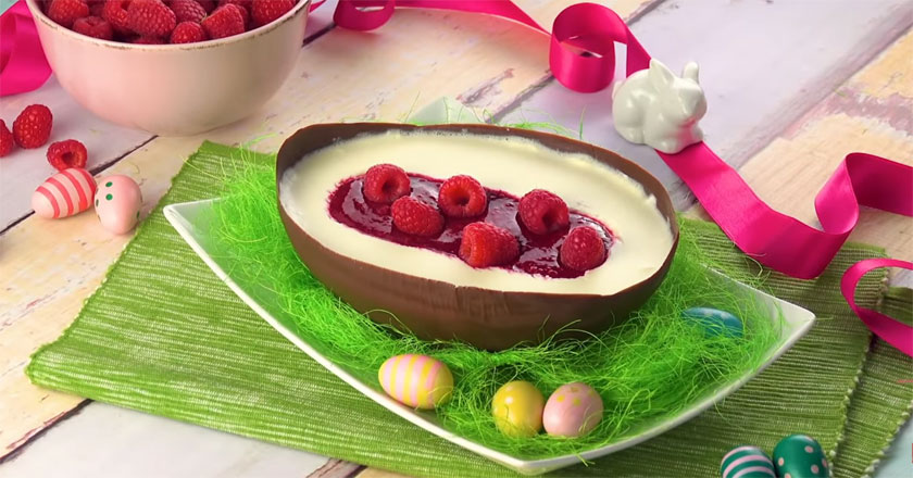 Невероятный десерт на ПАСХУ! Шоколадное яйцо с творожным сыром и малиновым джемом!