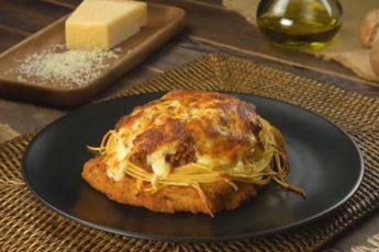 Нежный шницель и спагетти с грибным, сливочным и мясным соусом!