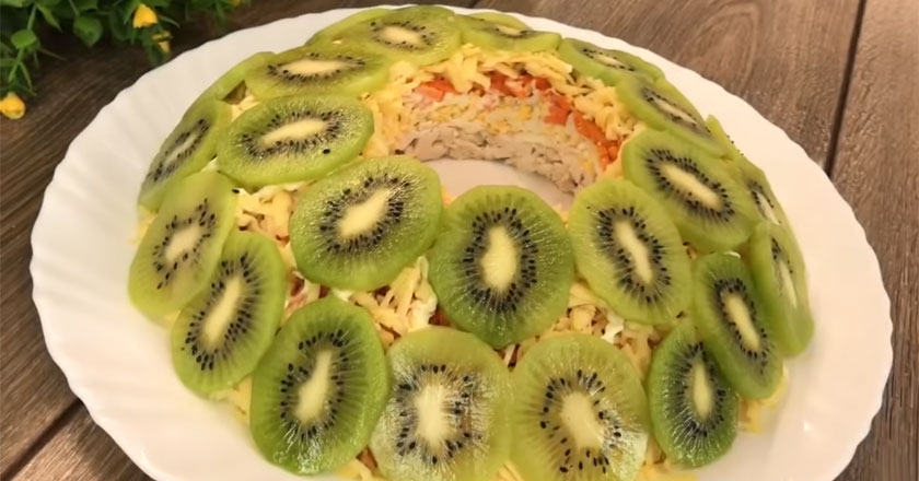 Вкусный и яркий салат Малахитовый Браслет - идеальный для праздничного стола!