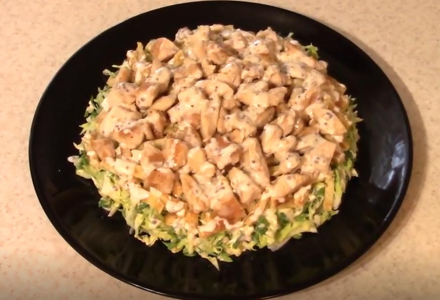 Салат из молодой капусты и курицы! Вкусно и полезно!
