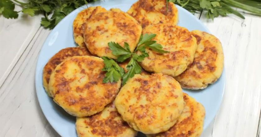 Картофельные лепешки с колбасой и сыром на завтрак!