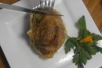Нежные котлеты в сливочном соусе! Легко запекаются и быстро съедаются!