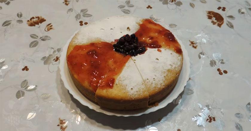 Нежный и пористый пирог к чаю! Быстрый и вкусный десерт!