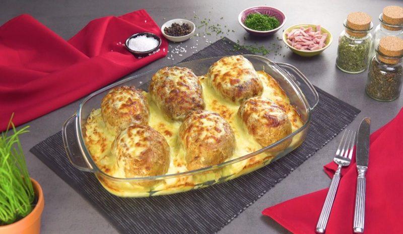 Печеный картофель с начинкой в сливочном соусе: простой и очень вкусный рецепт.