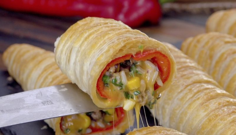 Фаршированные запеченные перцы в слоеном тесте. Простой и вкусный рецепт к ужину!
