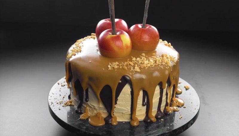 Шоколадный торт с яблочной начинкой и карамелью. Идеальный десерт!