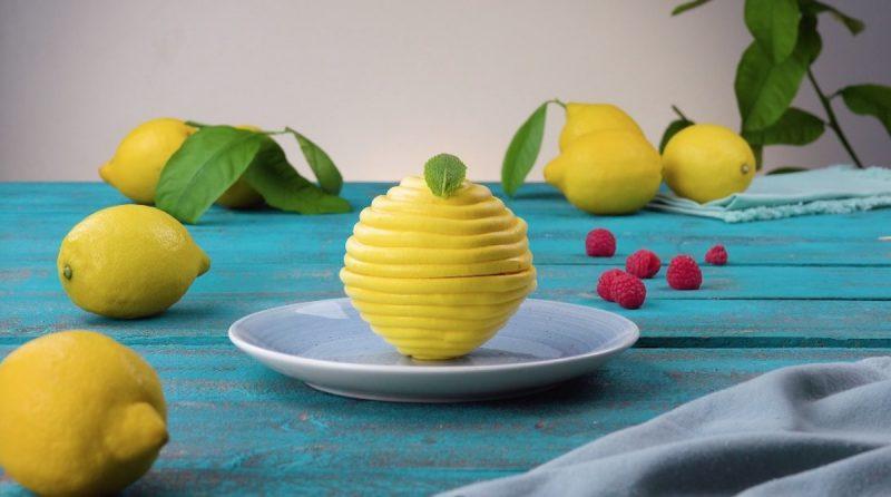 Воздушные лимонные пирожные без теста: нежнейший фруктовый десерт на каждый день.