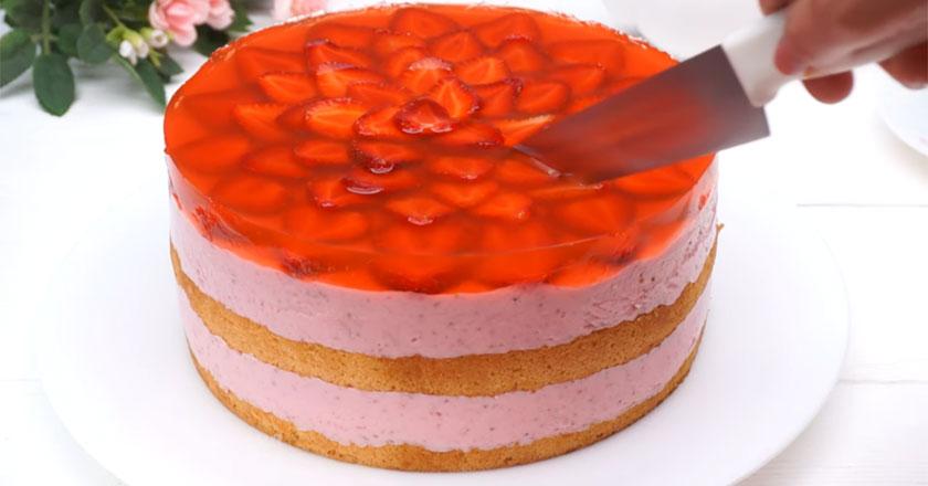 Аппетитный и невероятно вкусный клубничный торт!