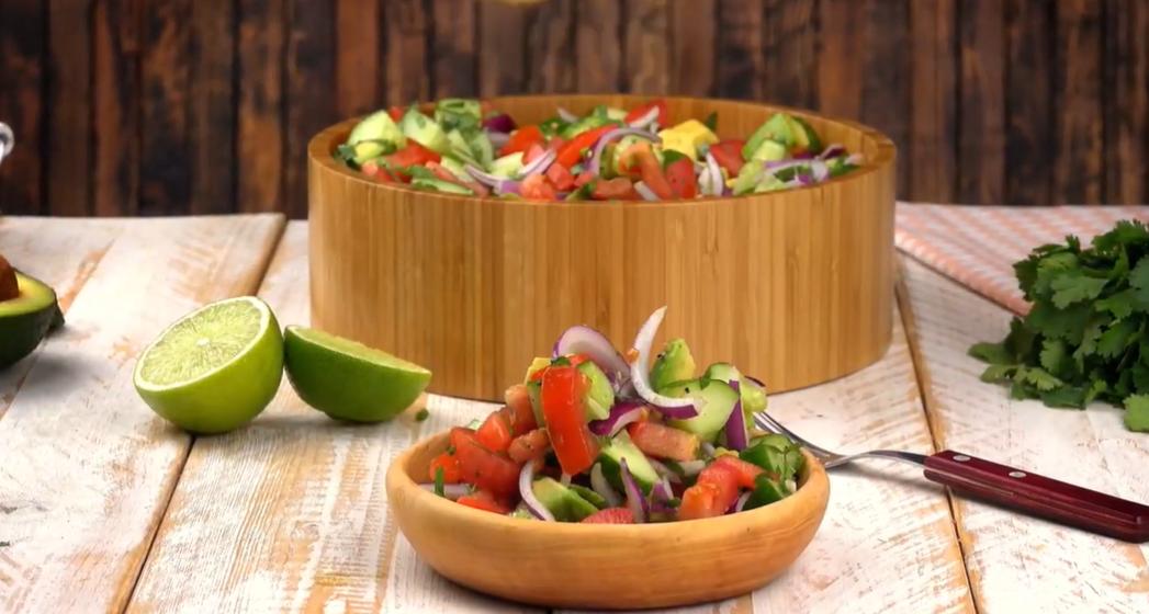 Этот салат с авокадо готовится всего за 5 минут. Чистое наслаждение!