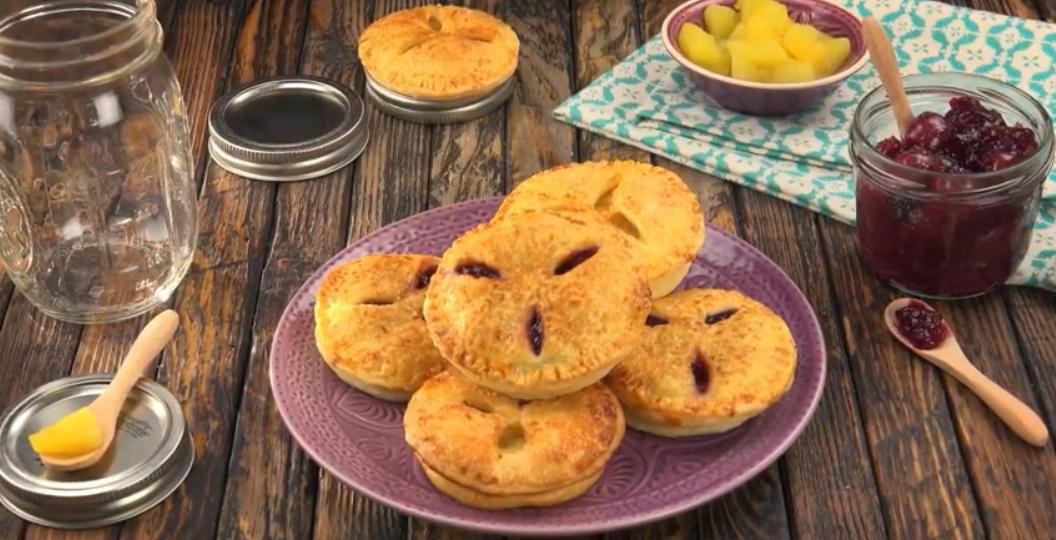 Фруктовые булочки, пирожки с начинкой - любимое блюдо с тысячелетней историей