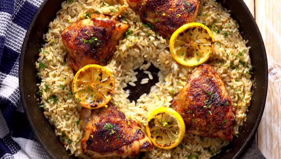 Приятная кислинка: вкуснейшая курица с лимоном и рисом в одной посуде.