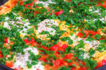 Необычное блюдо из яиц! Быстрый рецепт для завтрака!
