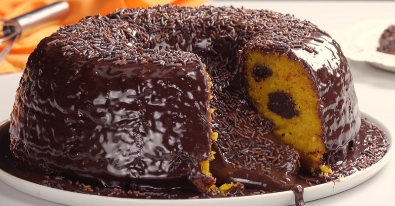 Для этого супер-вкусного торта топим шоколадные шарики в моркови!