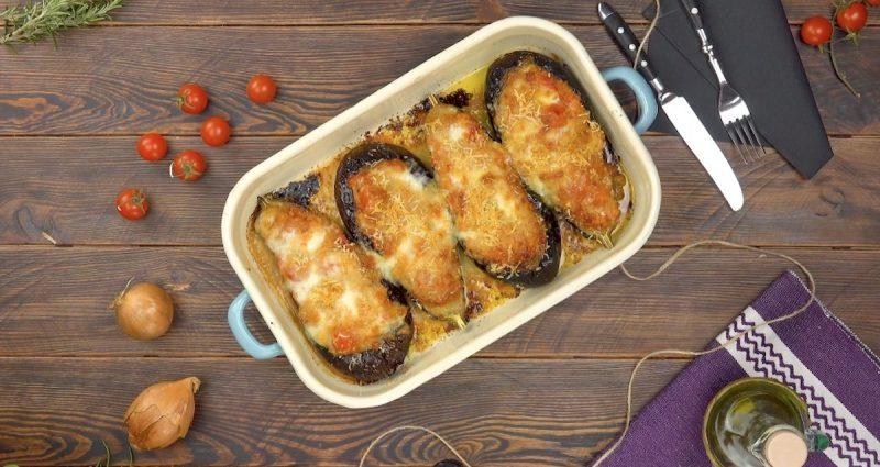 Баклажаны с начинкой, запеченные в сыре: простой, красивый и вкусный рецепт к ужину.