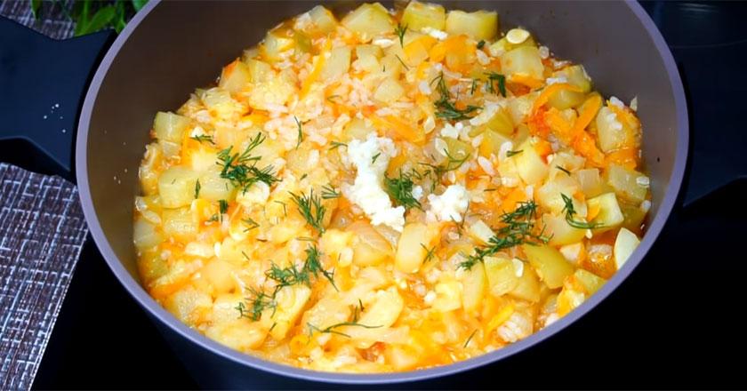 Рагу из кабачков и риса! Получается очень вкусно!