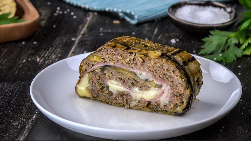 Сочный рулет из баклажанов с мясной начинкой. Идеальный рецепт для быстрого ужина!