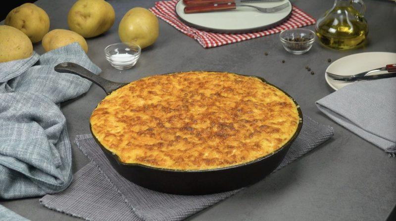 Нежное и сочное мясо под картофельной шубой в духовке. Всегда идеальный ужин!
