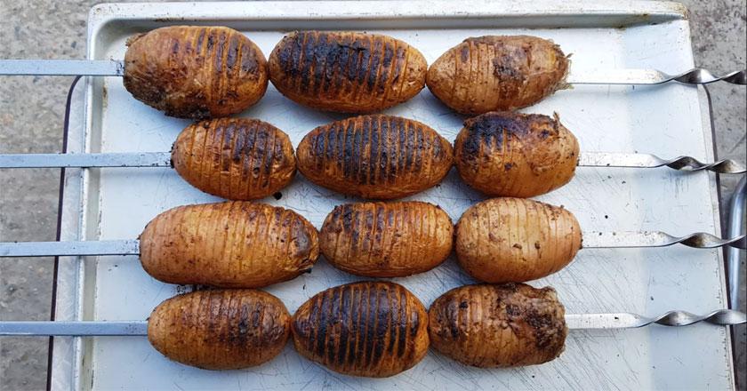 Интересный шашлык - картофель на мангале!