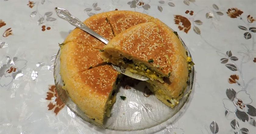 Быстрый пирог с яйцами и луком! Замешивать тесто не нужно!