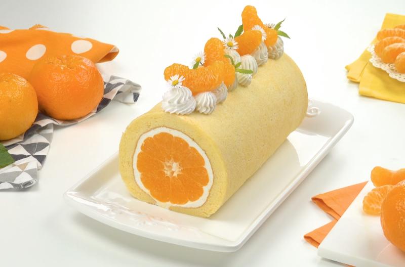 Мандариновый рулет с нежным сливочным кремом: очень простой и красивый десерт!