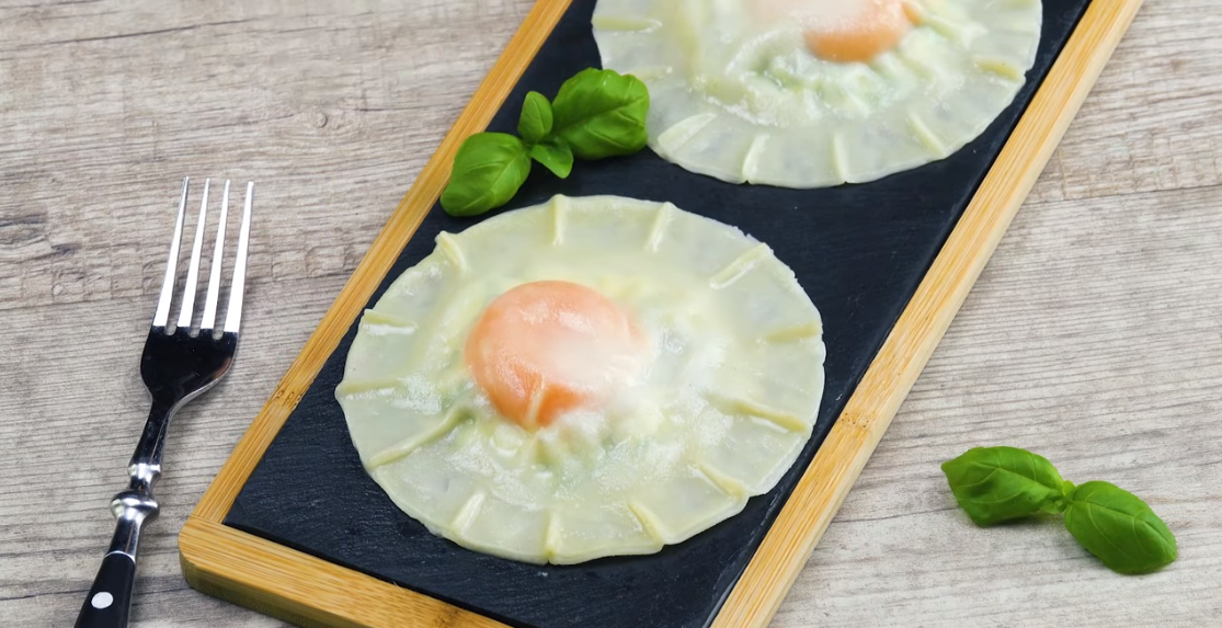 Нежные и вкусные равиоли своими руками: простейший вегетарианский рецепт.