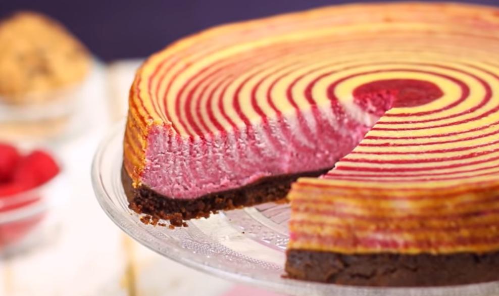 """Малиновый пирог """"Зебра"""": магия двух цветов"""