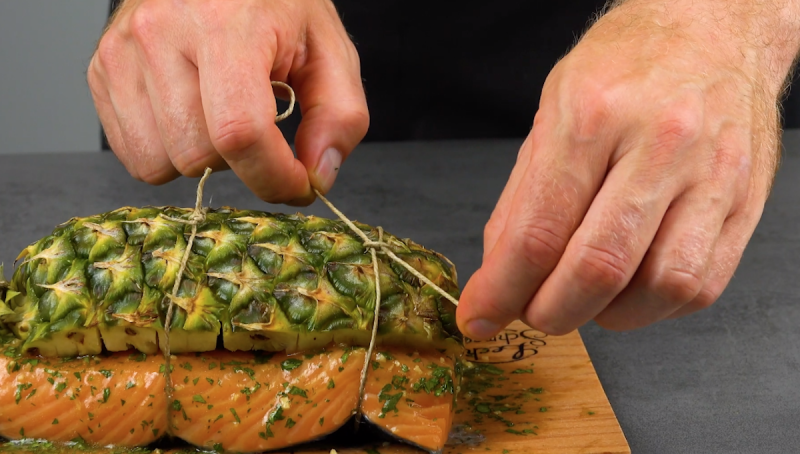 Восхитительное филе лосося на гриле. Секрет прост: нужно лишь добавить свежих фруктов.
