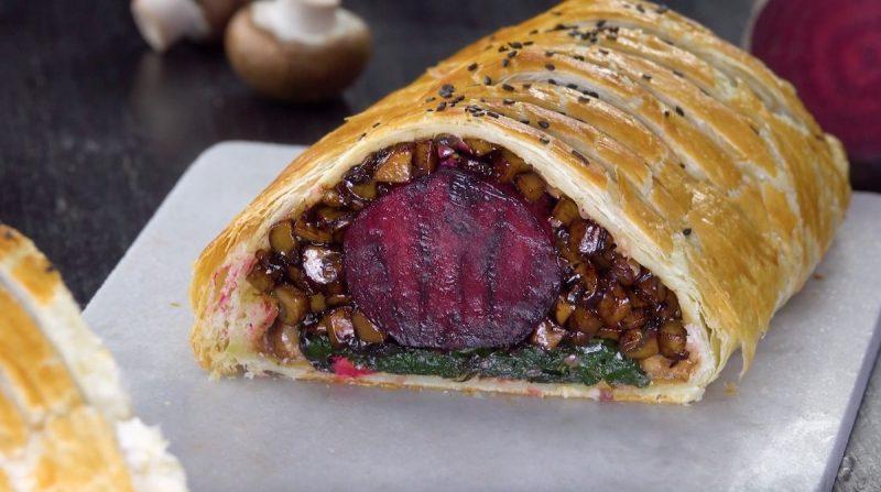 """Знаменитое блюдо """"Веллингтон"""" - с мясом и без: готовим два варианта вкуснейшего угощения."""