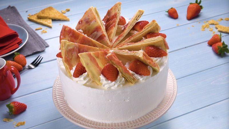 """""""Ледяной"""" торт с клубникой и шоколадом: этот десерт перевернет ваш мир!"""