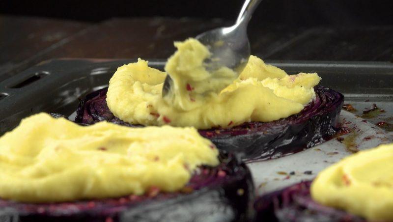 Потрясающие стейки из капусты с мясной начинкой. Просто пальчики оближешь!