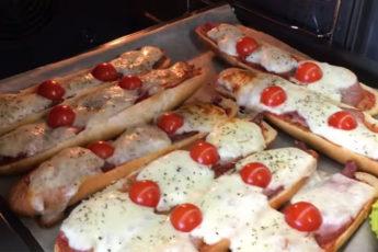 Простые мини-бутерброды! Получаются вкуснее, чем пицца!