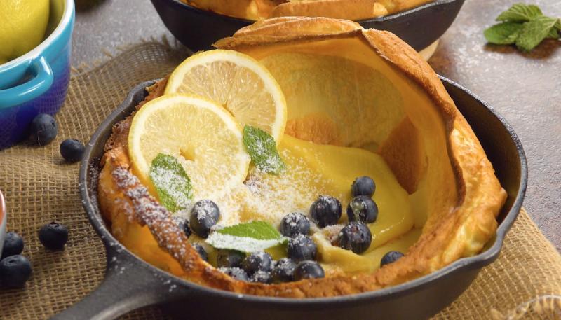 """Оригинальный десерт """"Голландская детка"""": готовим блины в духовке и добавляем начинку."""