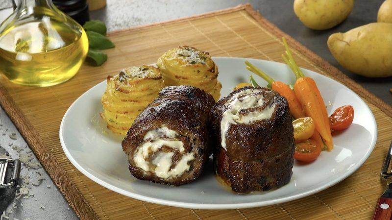 Мясные рулеты с начинкой и картофельными башенками на гарнир. Идеальный ужин!