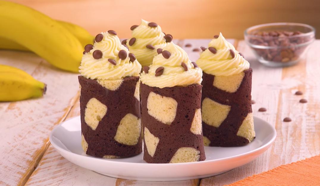 Двухцветные рулетики из теста с бананом и кремом - очаровательный десерт!