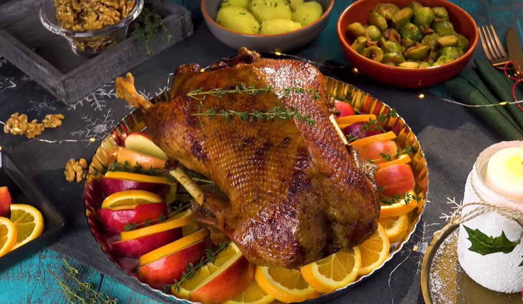 Рождественский гусь - знаменитое традиционное блюдо к празднику.