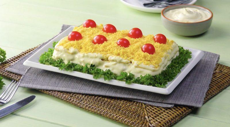 """""""Мимоза"""" 2.0: вкуснейший салат с тунцом, крекерами и домашним майонезом."""
