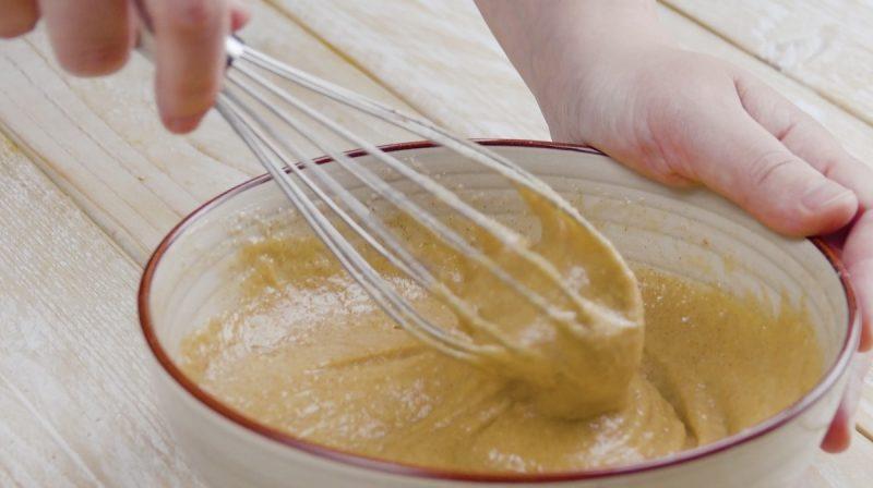 Шарлотка без выпечки: идеальный рецепт любимого яблочного пирога.