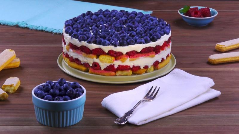 Бисквитный торт с ягодами: услада и для глаз, и для желудка!