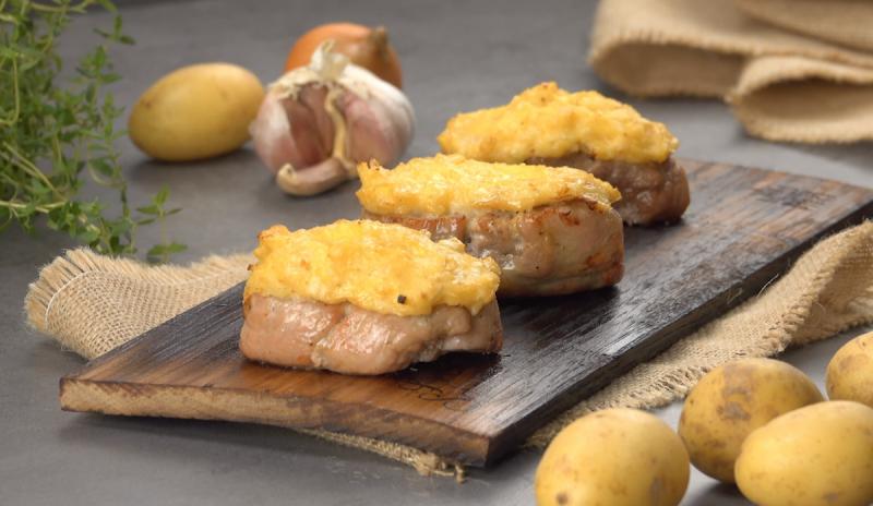 Свинина под шапкой на гриле: простой рецепт для восхитительно нежного и ароматного мяса.