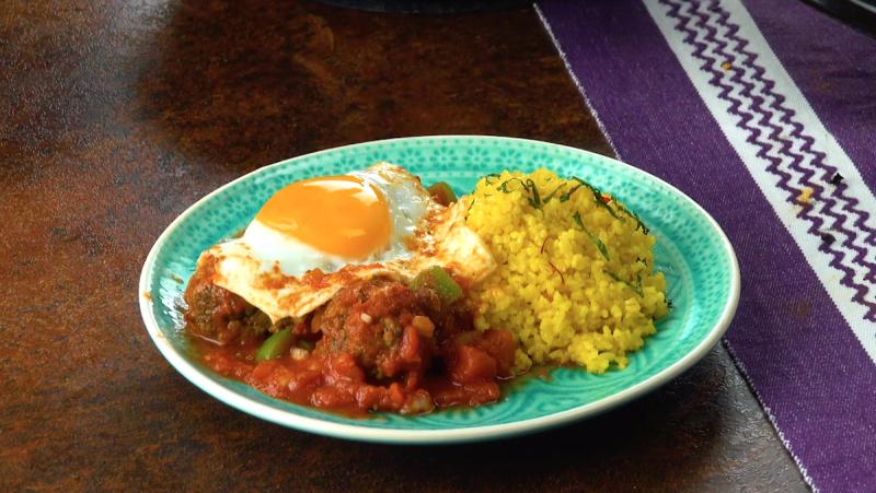 Фрикадельки с томатным соусом в тажине: потрясающе простое блюдо по-мароккански.