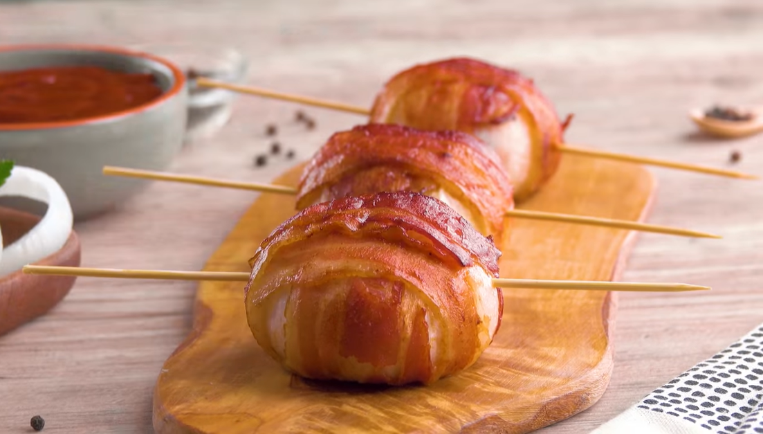 Фаршированный лук с курицей: отличный рецепт для горячей закуски.