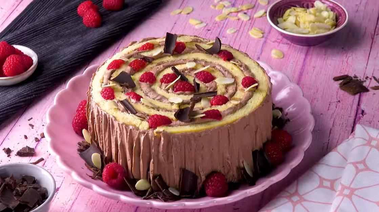Бисквитный торт Спираль или Трухлявый Пень с малиной: рецепт - нежнее не бывает!