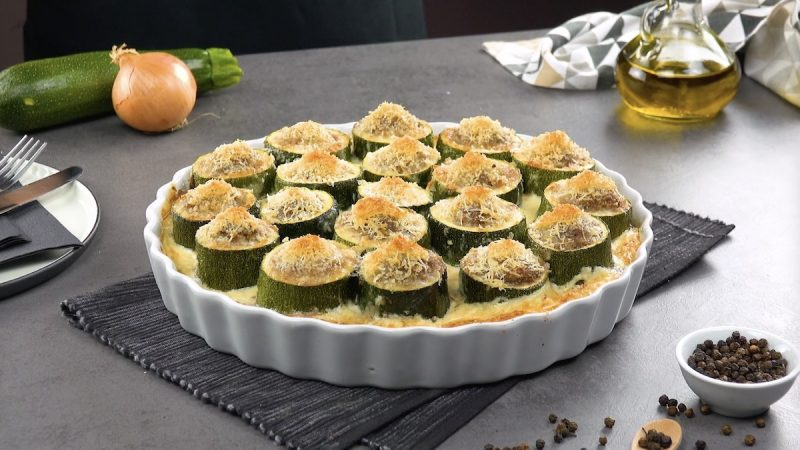 Фаршированные цукини с луковым соусом: простое и очень вкусное блюдо на скорую руку.