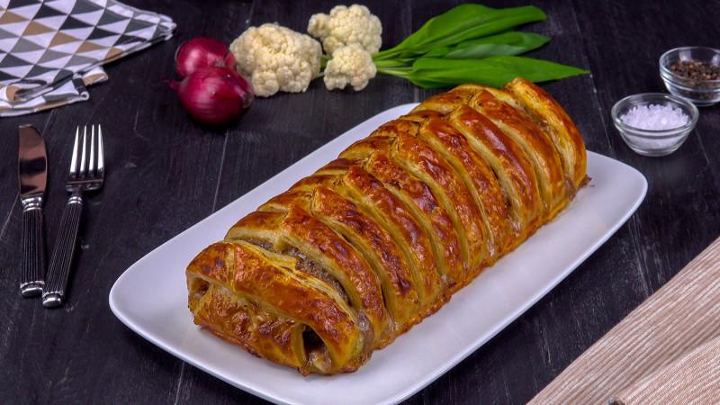 Рецепт мясного рулета с начинкой: лучшее, что можно приготовить из фарша.