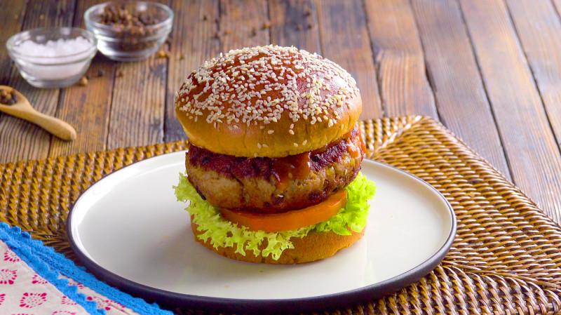 Классные рецепты для чизбургера: готовим котлеты из фарша с начинкой.